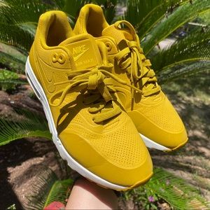 Nike Air Max (mustard yellow)